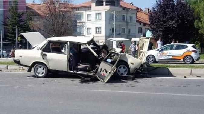 Feci kaza! TIR ile otomobil çarpıştı: 6 yaralı