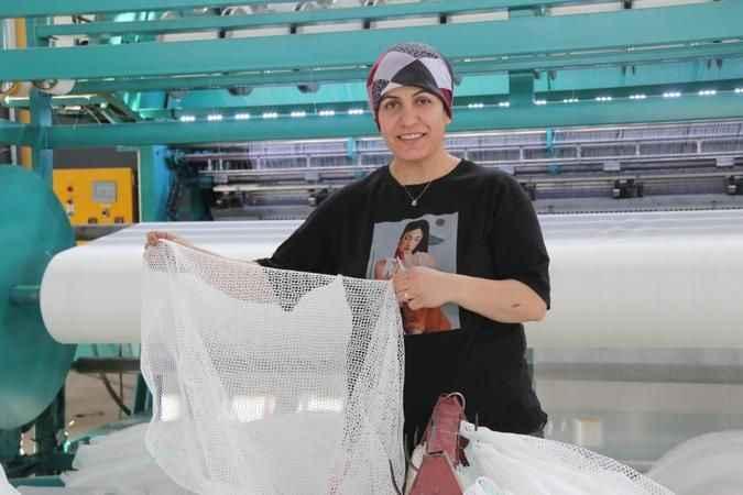 Alanyalı balıkçıların korkulu rüyası balon balıklarına özel ağ üretiyorlar
