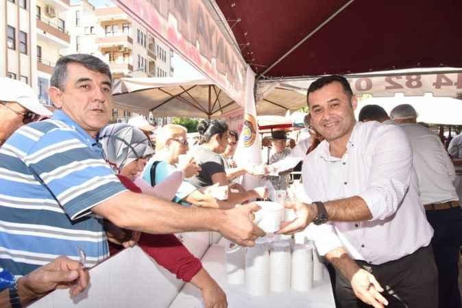 Alanya Belediyesi'nden aşure etkinliği! Başkan Yücel elleriyle ikram etti