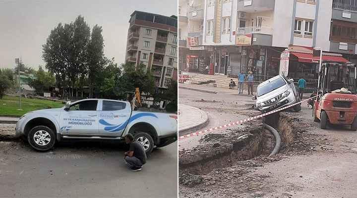 Belediyenin aracı belediyenin açtığı çukura düştü