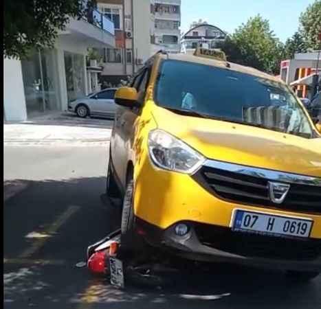 Alanya'da korkunç kaza! Ticari taksi ile motosiklet çarpıştı: 1 yaralı