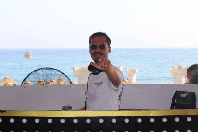 DJ Erdem Kınay.