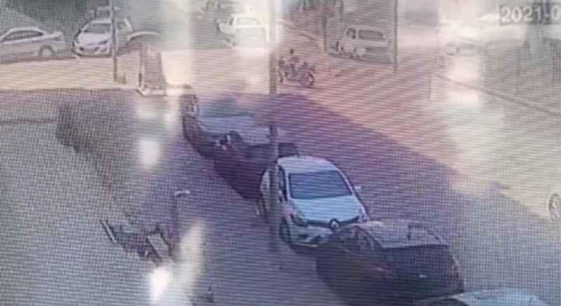 Motosiklet hırsızı kameralara yakalandı