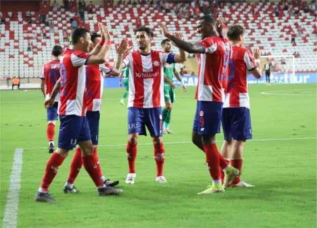 Nihayet! Antalyaspor'un 10 maçlık galibiyet hasreti sona erdi