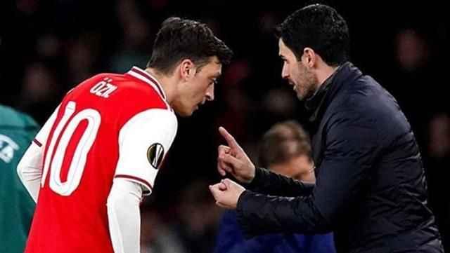 Mesut Özil'den çok konuşulacak paylaşım! Eski hocasına yaptığı göndermeye beğeni yağıyor