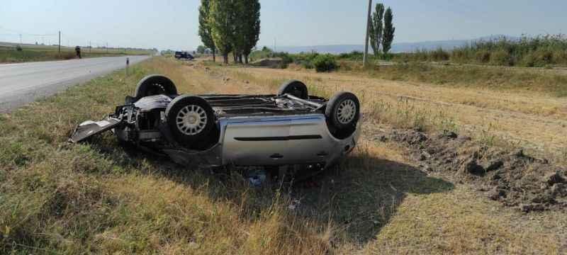 Korkutan kazada araç takla attı!