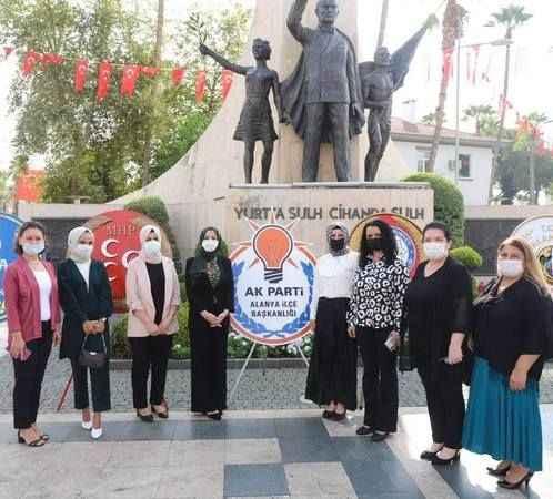 AK Kadınlar Alanya'da 30 Ağustos'u kutladı