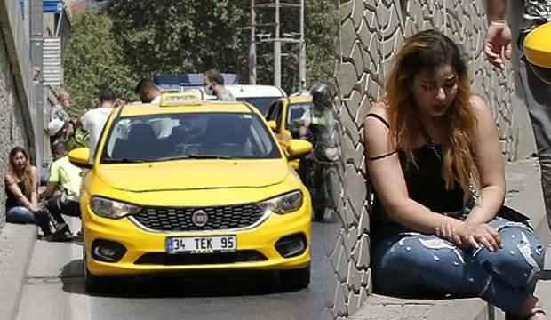 Şaşkına çeviren anlar! Sinir krizi geçiren turist taksiyi yumrukladı