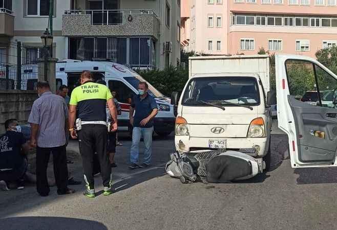 Alanya'da kamyonet ile motosiklet çarpıştı: 1 yaralı