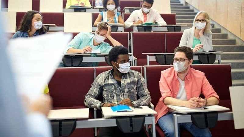 Öğrencisi maske takmayan profesör istifa etti!