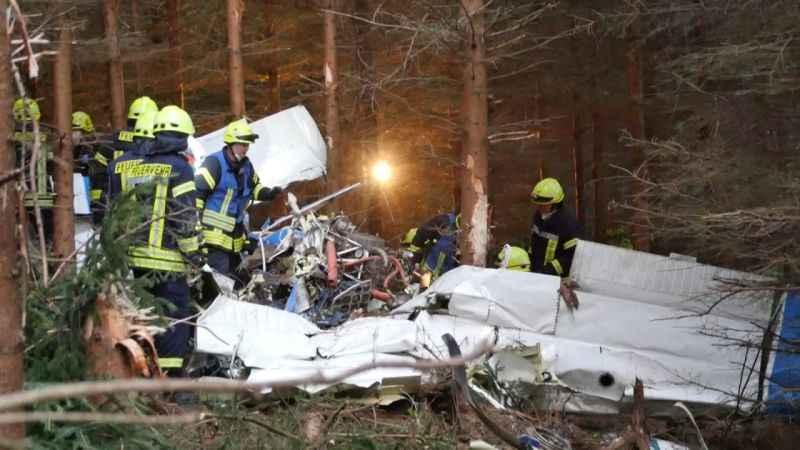 Küçük uçak düştü: 1 kişi hayatını kaybetti