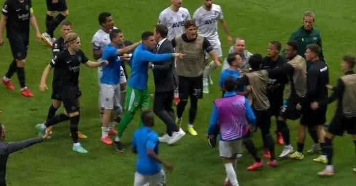 Fenerbahçe maçında kavga! Ortalık karıştı