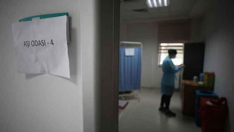Sahte aşı kartı düzenleyen hemşireler tutuklandı
