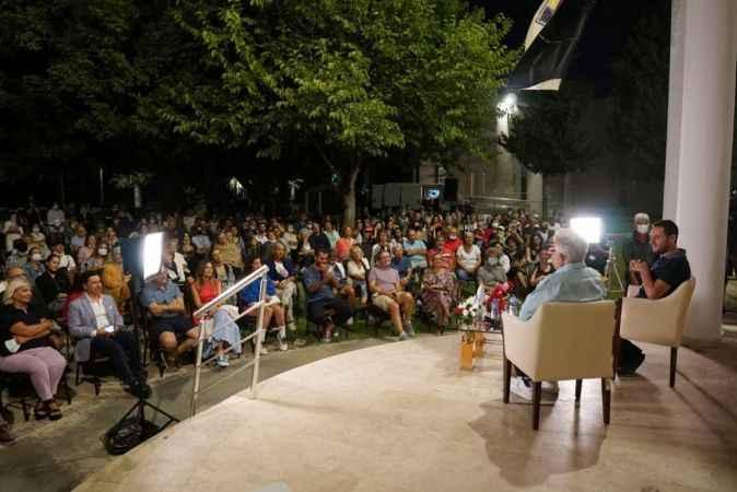 Zülfü Livaneli sanatseverleri 'Ey özgürlük' diyerek selamladı