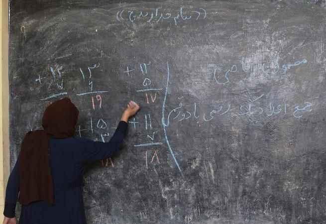 Afganistan'da skandal kız öğrenci kararı!