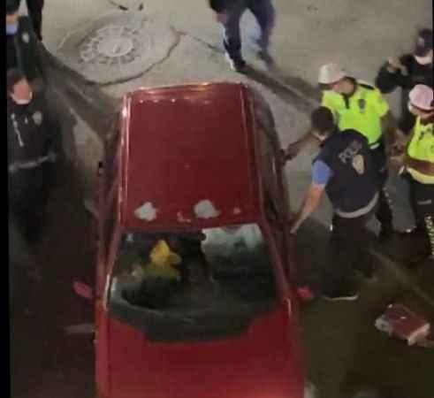 Alkollün etkisiyle aracını polislerin üzerine sürdü!