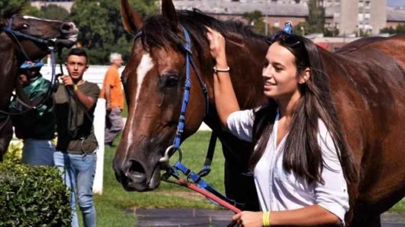 Spor dünyası yasta! Veliefendi'de atıyla yere yığılan kadın jokeyden acı haber