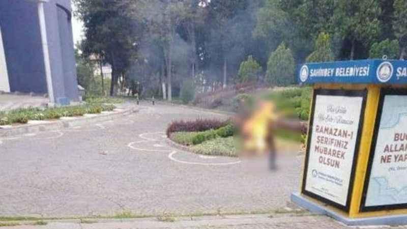 İşe alınmayan vatandaş belediye önünde kendini yaktı