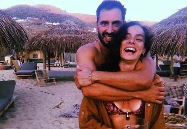Özge Özpirinçci ile Burak Yamantürk'ün nikahından ilk kareler