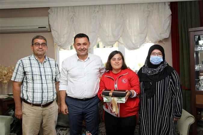 Başkan Yücel'den Alanya'nın gururu Şampiyon Dilara'ya ev ziyareti