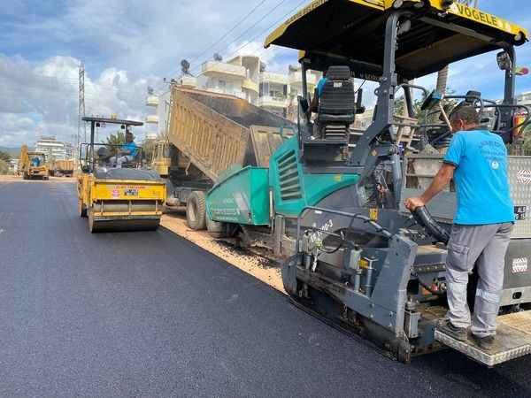 Alanya Belediyesi asfalt çalışmalarına mola vermeden devam ediyor!