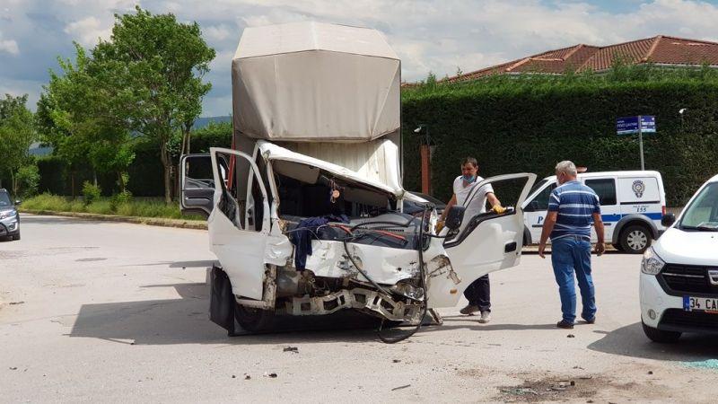 Korkunç kazada sürücü ağır yaralandı