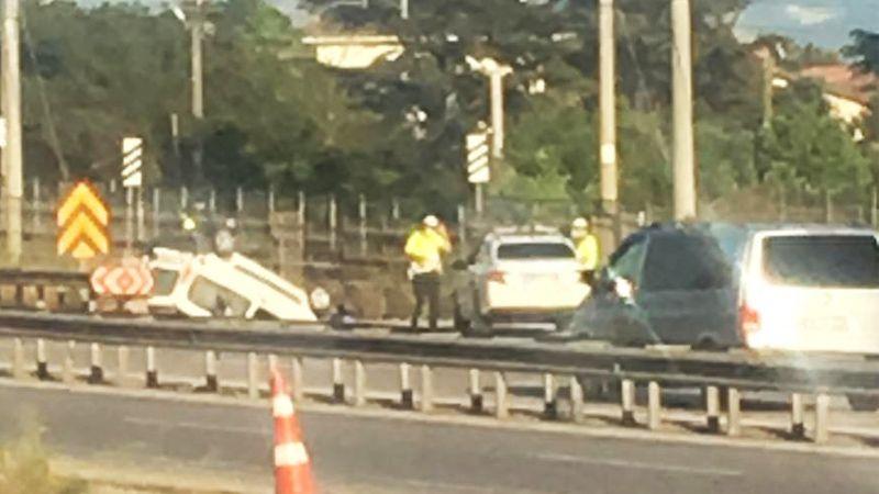 Takla atan otomobilde 3 kişi yaralandı