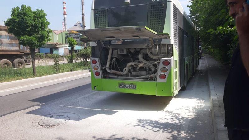 Büyükşehir otobüsü yandı