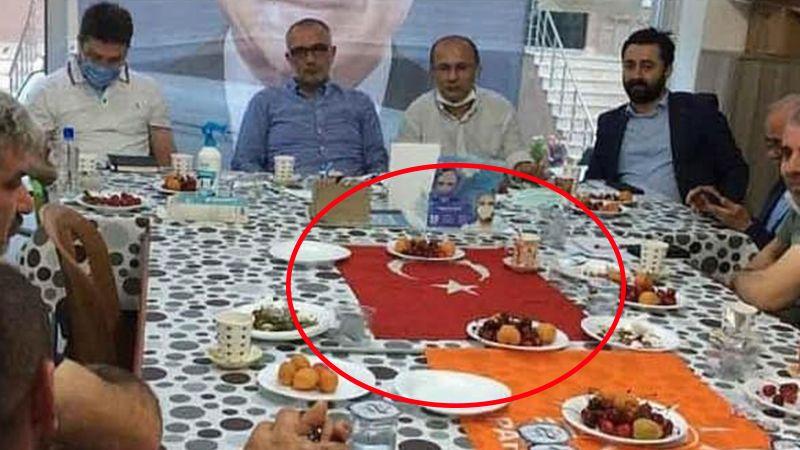 Türk Bayrağı'nı masa örtüsü gibi kullanmışlardı, açıklama geldi