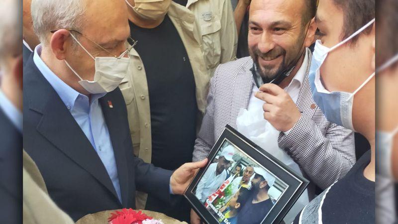 Kılıçdaroğlu'na fotoğraf hediye etti