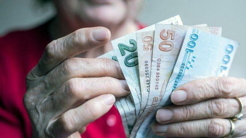 Emeklilere maaş ve ikramiyeler erken ödenecek