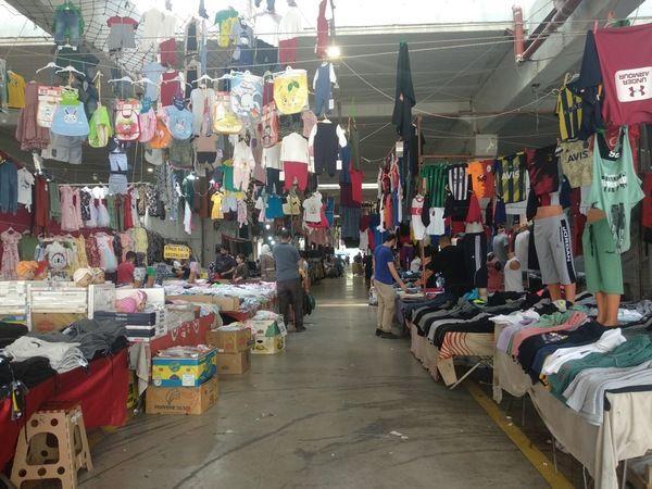 Bayram alışverişi pazar yerinde