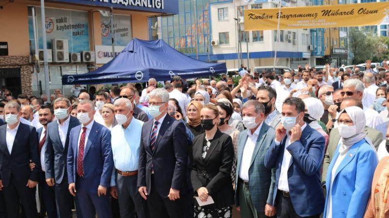 """AKP bayramlaşmasında """"aşı olun"""" çağrısı yapıldı"""