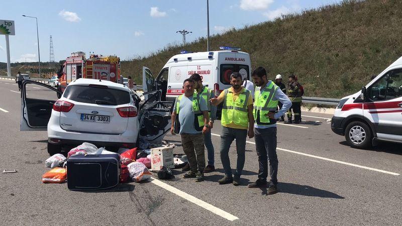 Memleketten dönerken kaza geçirdiler