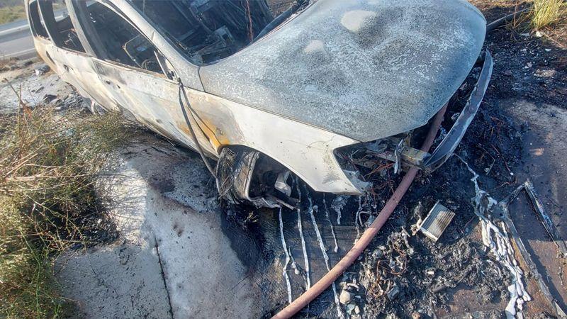 Şarampole uçan otomobil yandı