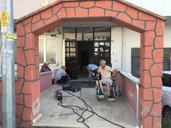 Engelli vatandaş için özel rampa
