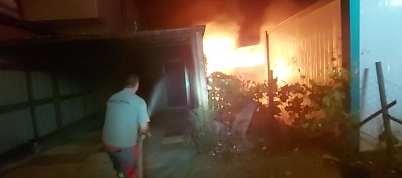 Balçık Köyü'nde konteyner yangını