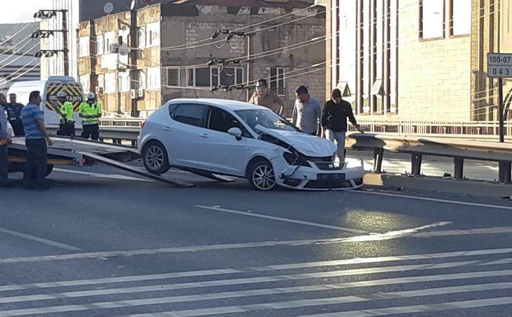 Bariyerlere çarpan sürücü yaralandı