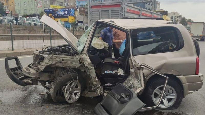 Bariyere çarpan cipin sürücüsü yaralandı