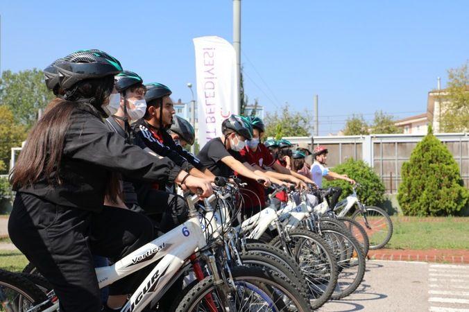 İzmitli gençler, pedalları sağlık için çevirdi
