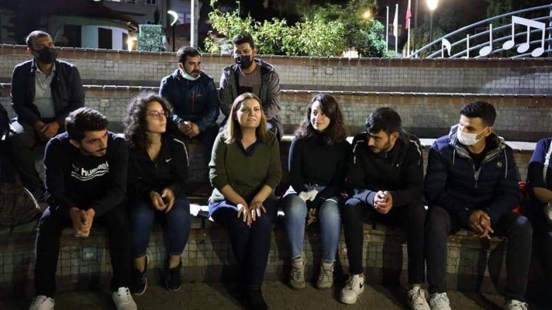 Öğrenciler, İzmit'te sokakta sabahlıyor
