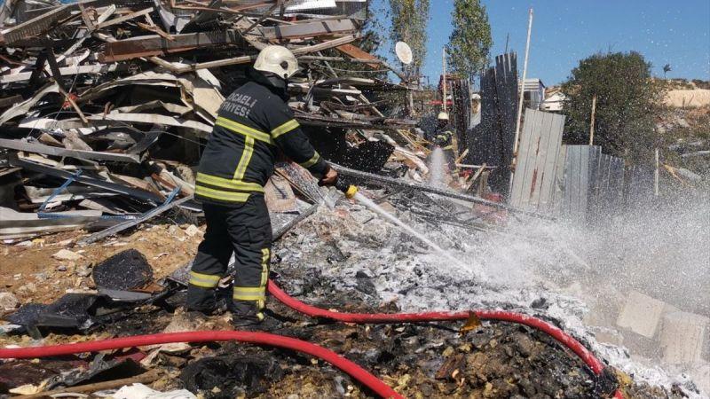 Hurda deposunda çıkan yangın söndürüldü
