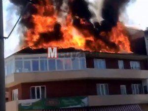 3 katlı binanın çatısı alev alev yandı!