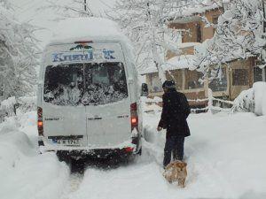 Kar hayatı olumsuz etkiledi.