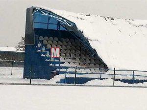 Erenler Stadının tribün çatısı çöktü!