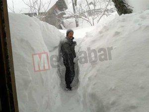 Hendek Dikmen'de kar kalınlığı 2 metreyi geçti