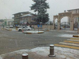 Akyazı'da yeniden kar yağışı başladı