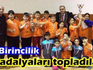 Akyazı'lı Öğrenciler Madalyaları topladılar