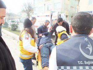 Motosiklet Panelvan'a çarptı 1 yaralı