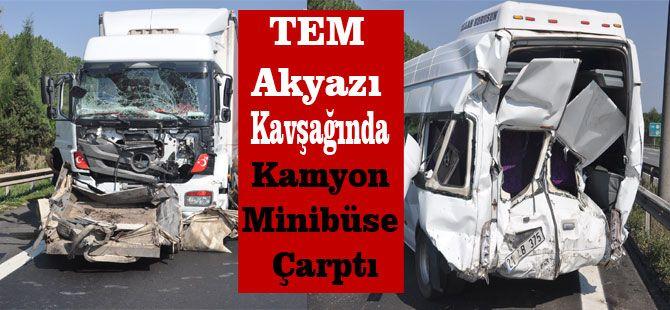 TEM Akyazı Kavşağında Kamyon Minibüse Çarptı